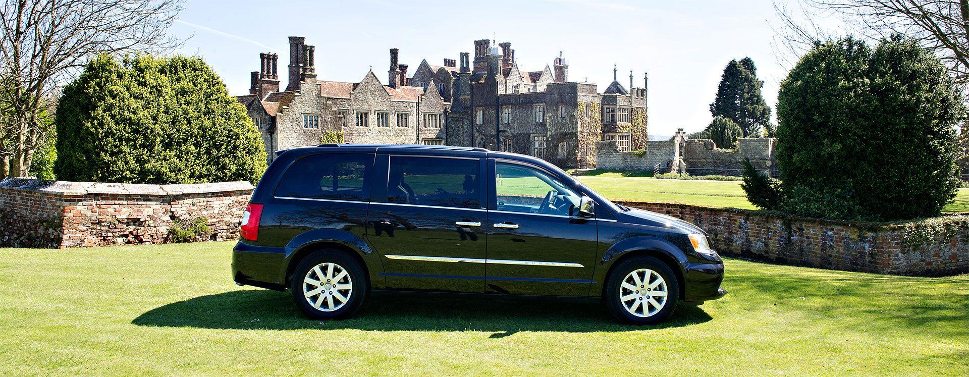 6 seater chauffeur vehicle - Grand Chrysler Voyager Limited Edition
